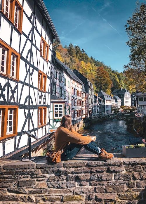 Darmowe zdjęcie z galerii z buty turystyczne, domy szeregowe, europejski