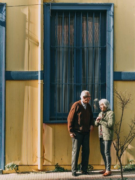 Gratis lagerfoto af ældet, ældre kvinde, ældre mand