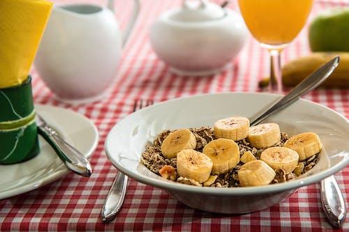 Foto profissional grátis de alimento, bacia, banana, café da manhã