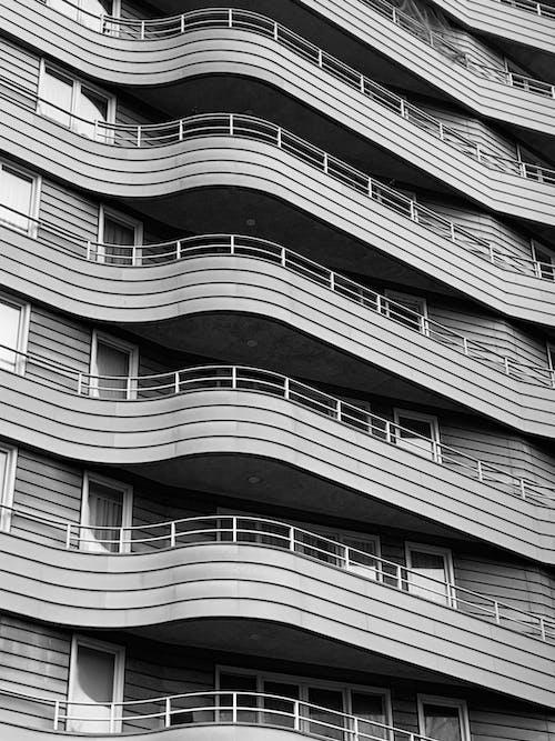Foto d'estoc gratuïta de arquitectura, blanc i negre, contemporani, disseny arquitectònic