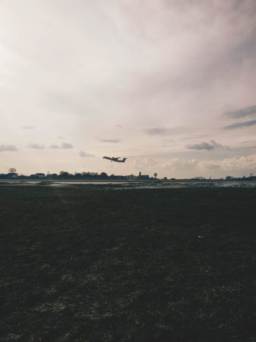 çim, gökyüzü, havaalanı, lviv içeren Ücretsiz stok fotoğraf