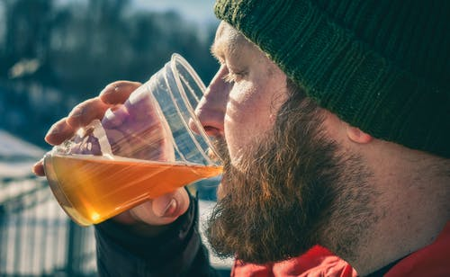 Gratis stockfoto met baard, beanie, close-up, drank