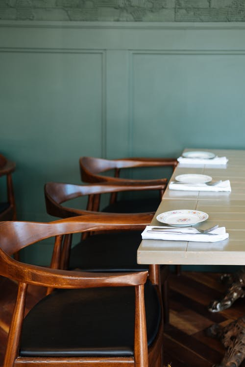 Darmowe zdjęcie z galerii z drewniany, drewno, krzesła, meble