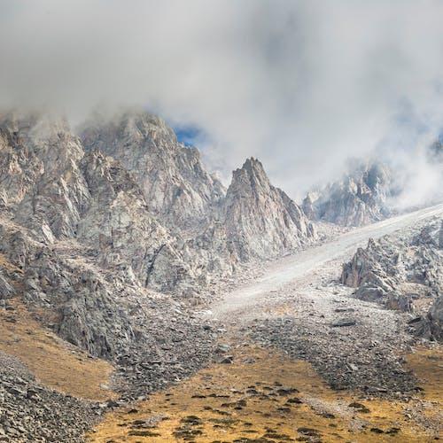 Darmowe zdjęcie z galerii z chmury, góry, kamienie, krajobraz