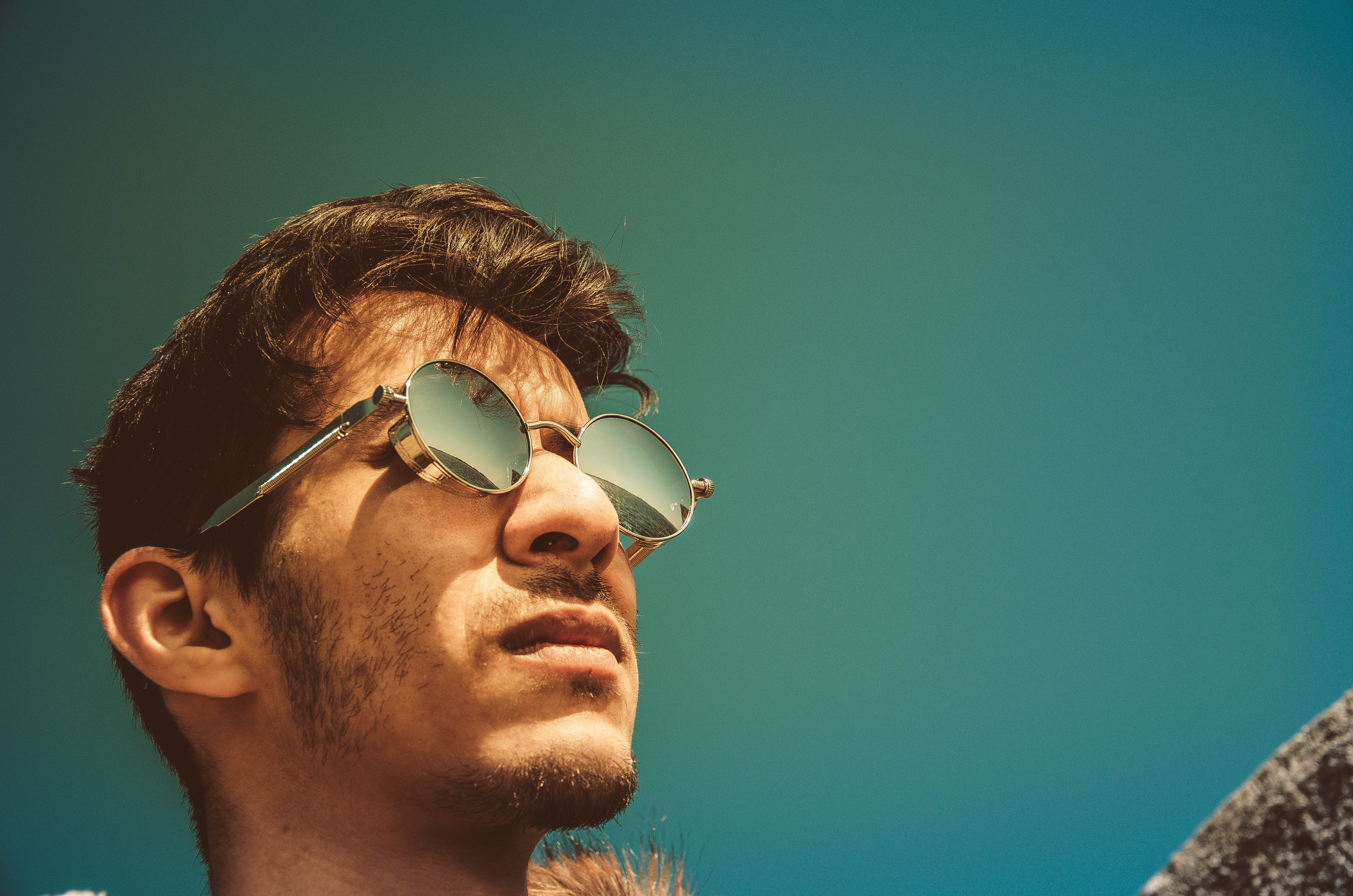 Four ways to make the best of direct sunlight in your portraits