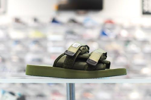 Gratis lagerfoto af grøn, hvid, lys, sko
