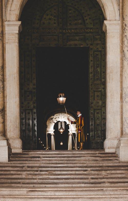 Безкоштовне стокове фото на тему «iorn, бетонні сходи, Ватикан, ватиканські варти»