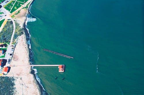 Foto d'estoc gratuïta de aeri, aigua, Costa, llum del dia
