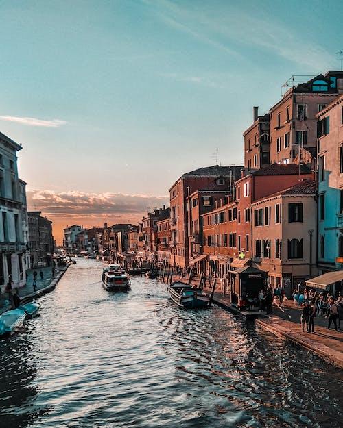 Δωρεάν στοκ φωτογραφιών με Άνθρωποι, αρχιτεκτονική, αστικός, βάρκες
