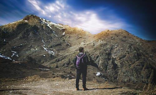 Foto d'estoc gratuïta de a l'aire lliure, alpinista, aventura, caminada
