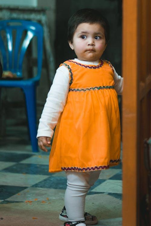 Gratis lagerfoto af appelsin, baby, barn, dejligt