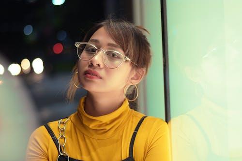 Kostenloses Stock Foto zu bokeh, brille, brünette, fotoshooting