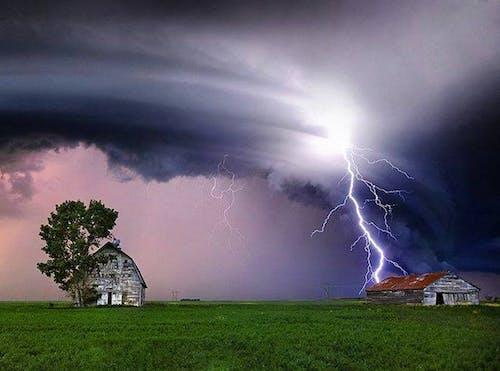 Darmowe zdjęcie z galerii z błyskawica, burza, opuszczony, preria saskatchewan
