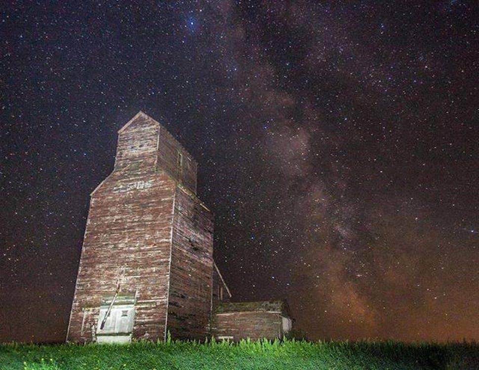 대초원 엘리베이터, 밤하늘, 버려진 건물의 무료 스톡 사진