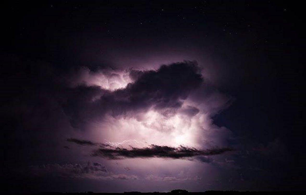 αστραπή, κεραυνός, μωβ σύννεφα