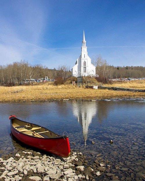 Darmowe zdjęcie z galerii z jezioro kraju, kajak, kościół