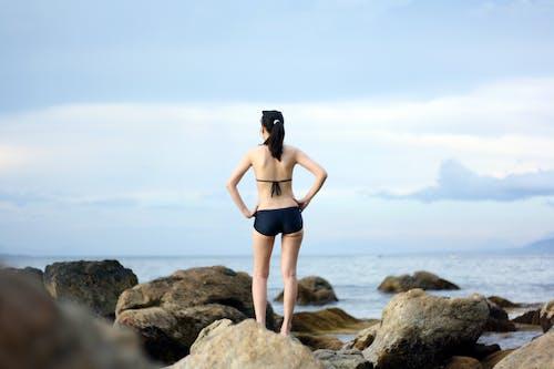 Fotobanka sbezplatnými fotkami na tému bikiny, dievča, dobrodružstvo, pláž