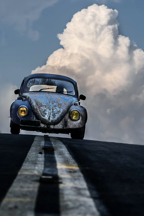 araç kullanmak, asfalt, asfalt yok, beyaz bulutlar içeren Ücretsiz stok fotoğraf