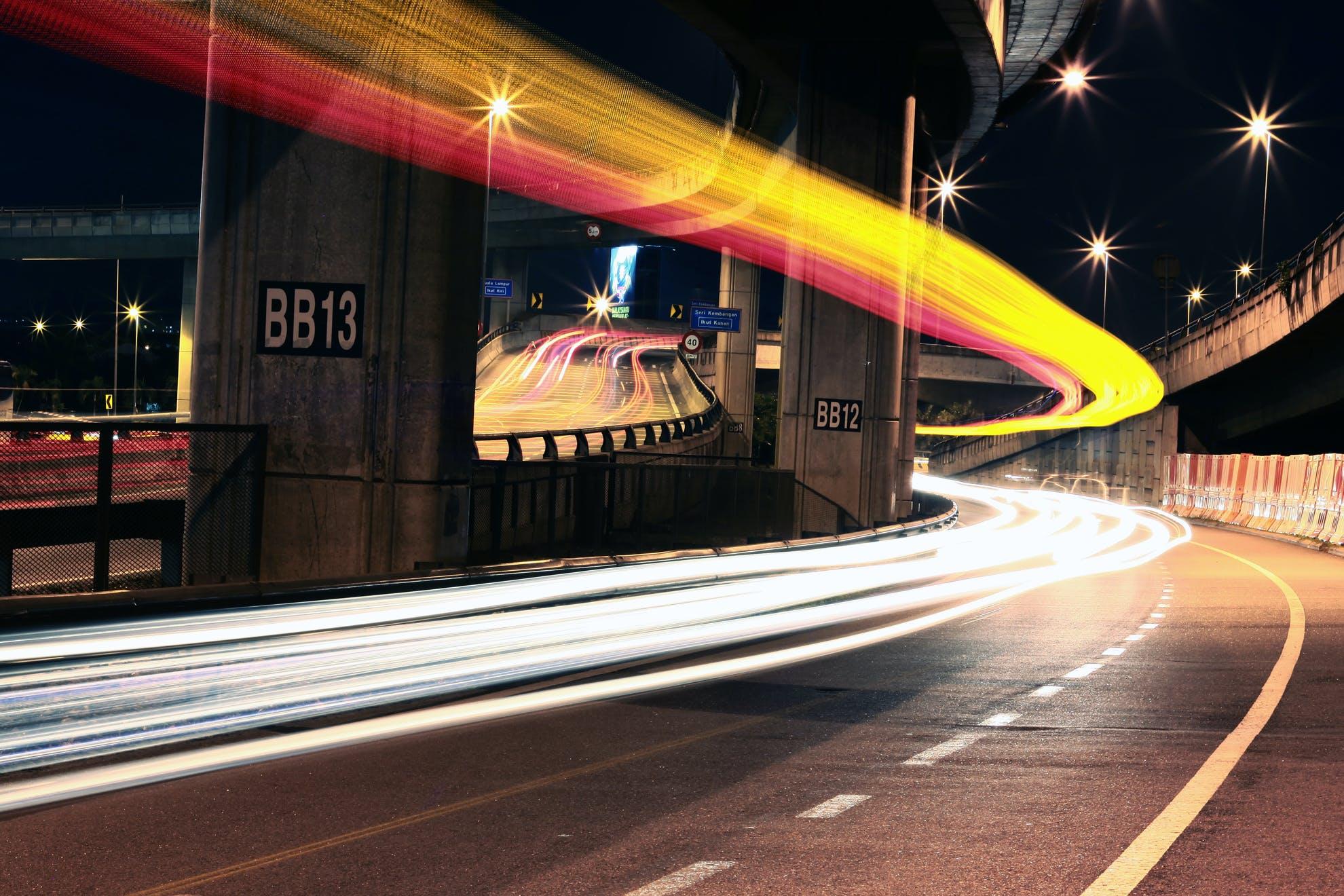 Kostenloses Stock Foto zu licht, autos, straße, nacht