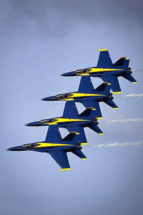 Gratis stockfoto met blue angels, demonstratie, gevechtsvliegtuigen, groepswerk