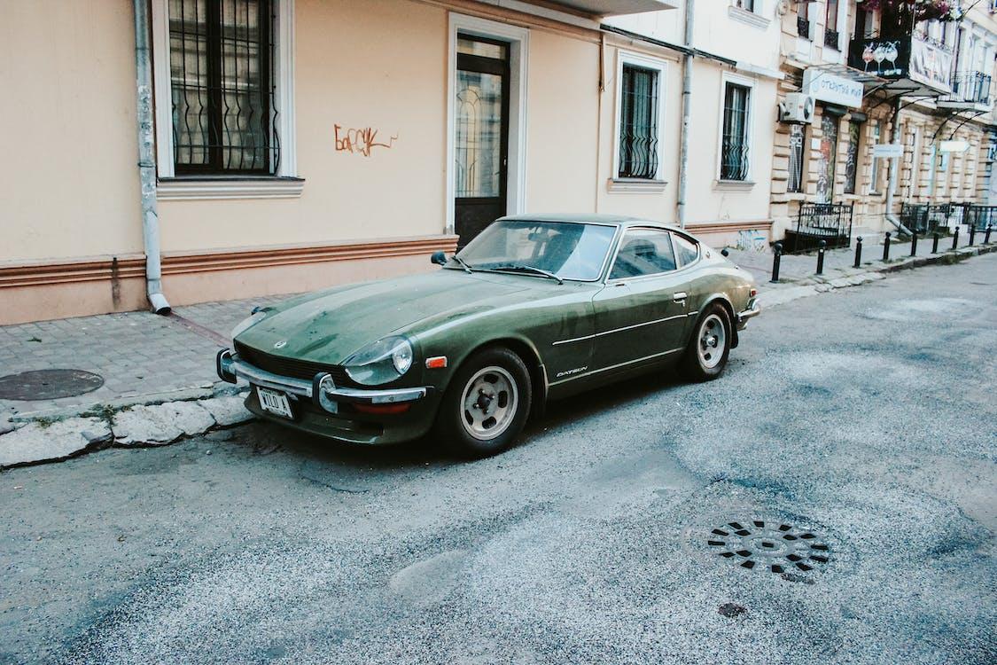 Zaparkowane Zielone Coupe