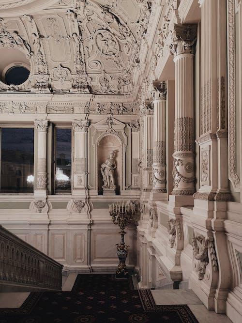 Foto De Alfombra Azul En Escaleras