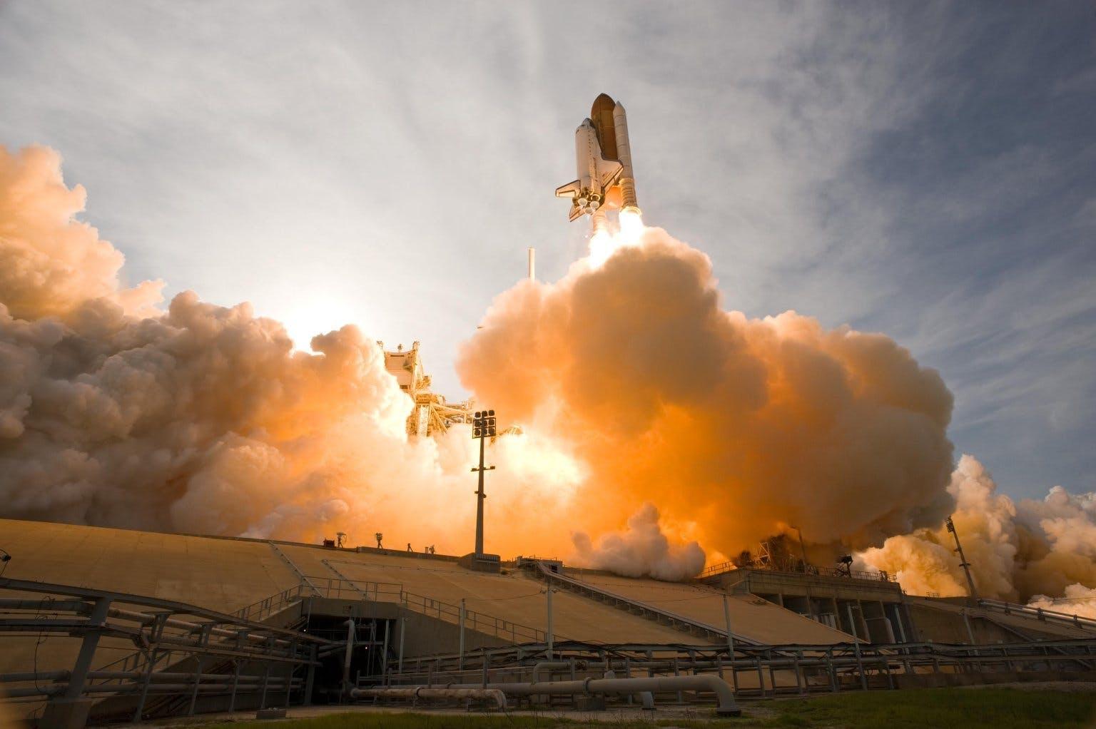 launching of white space shuttle  u00b7 free stock photo