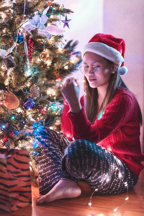 คลังภาพถ่ายฟรี ของ การตกแต่ง, ของตกแต่งวันคริสต์มาส, คน