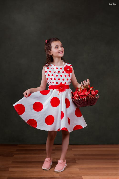 Безкоштовне стокове фото на тему «дівчата, маленька дівчинка, мистецтва фону, посмішка»