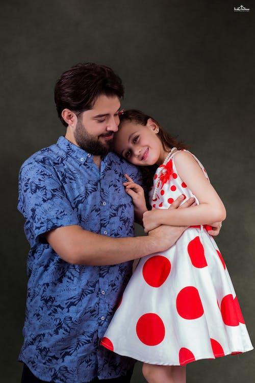 Безкоштовне стокове фото на тему «батьків, батько і дочка, батько любить свою дочку, батько та дитина»