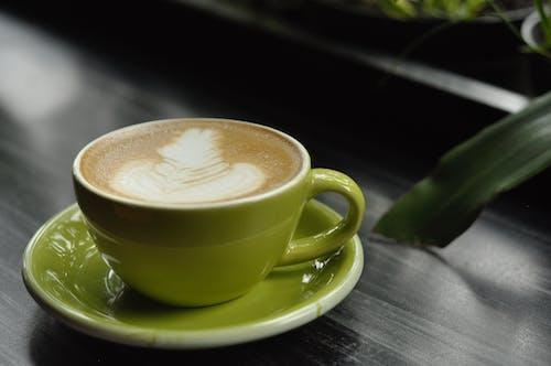 Kostnadsfri bild av blackcoffe, bokeh kaffe, bord