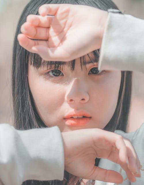 Ilmainen kuvapankkikuva tunnisteilla aasialainen nainen, asento, ilme, kädet