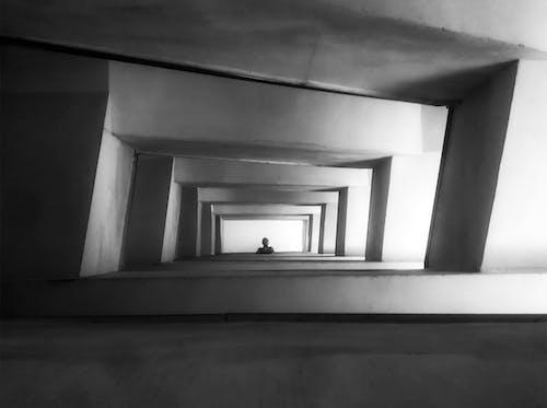 Kostenloses Stock Foto zu #mobilechallenge, betontreppen, monochromatische, schwarz und weiß