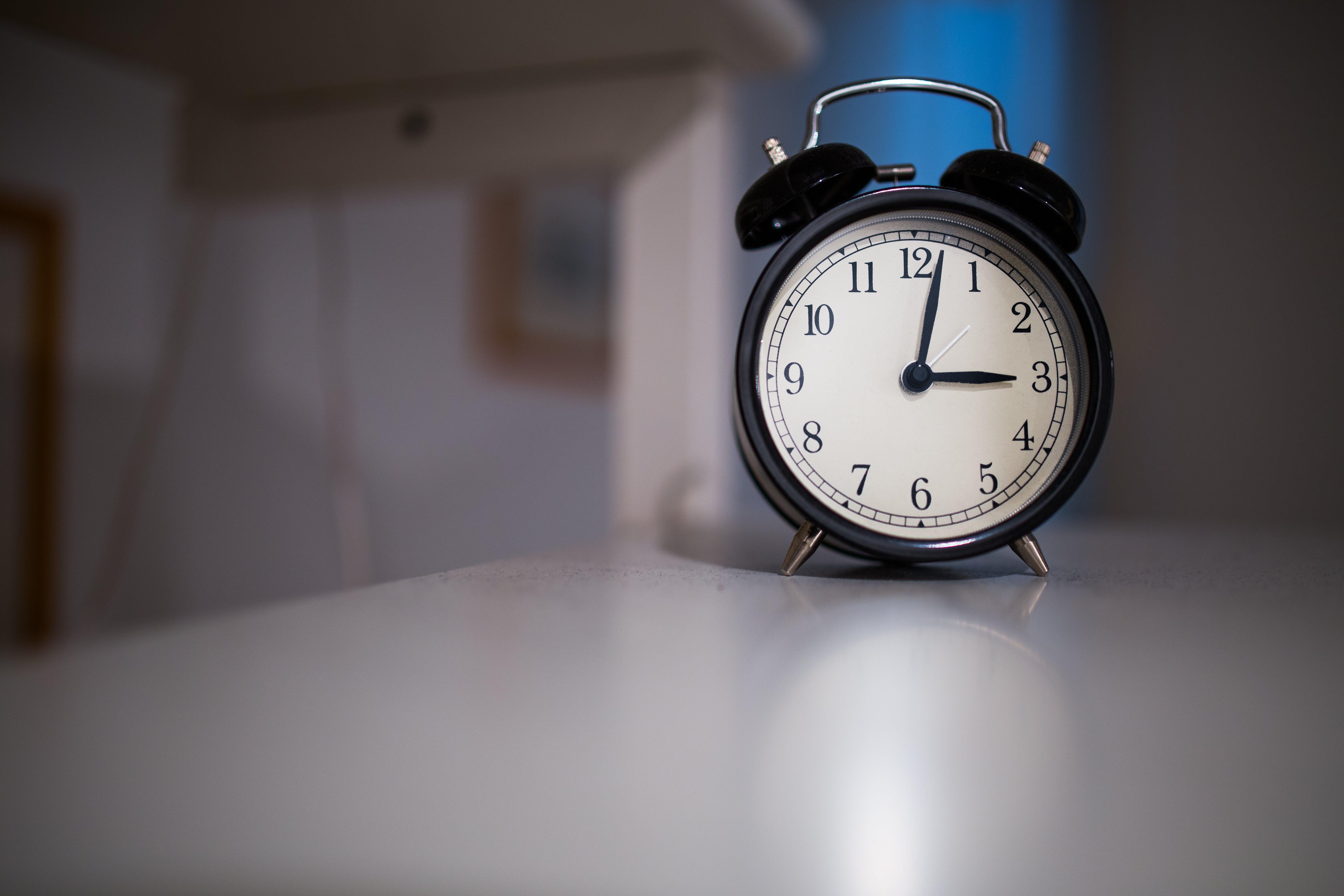 Kostenloses Stock Foto zu aufwachen, graf, morgen, wecker