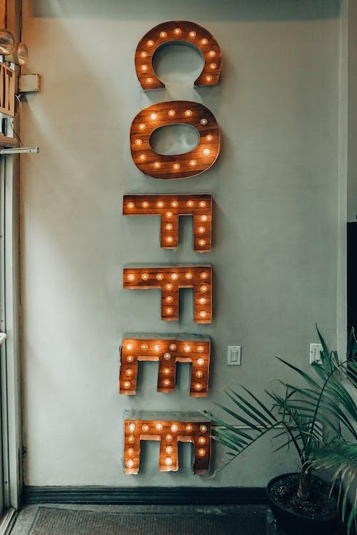 ampuller, aydınlatılmış, dizayn, duvar içeren Ücretsiz stok fotoğraf