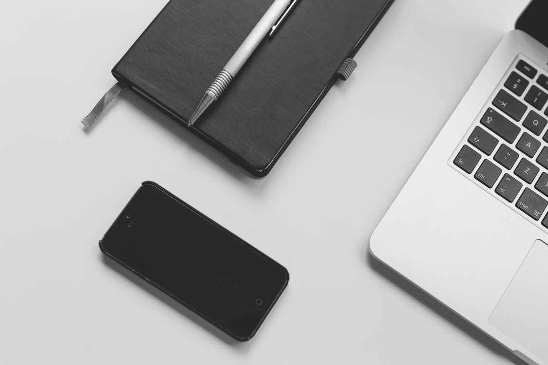 anteckningsbok, arbetssätt, bärbar dator och smartphone