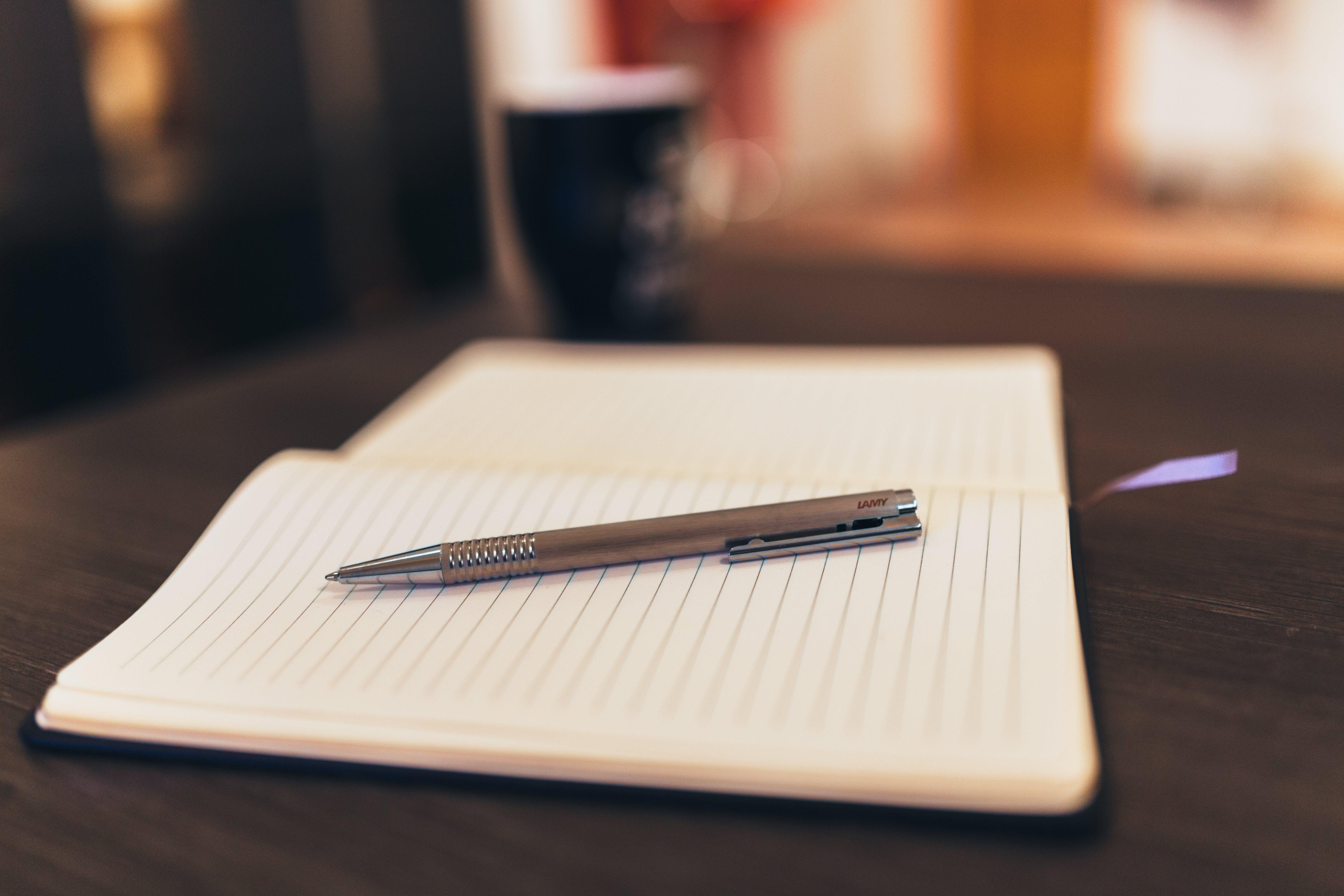 コピーする, コーヒー, ノート, ペンの無料の写真素材