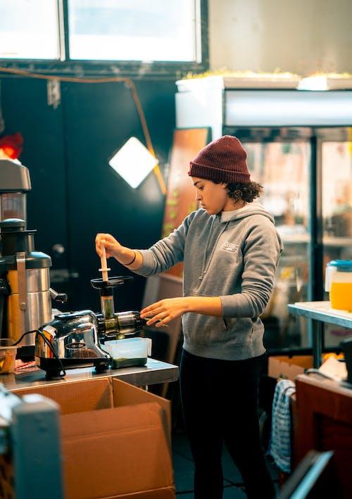 Gratis stockfoto met beanie, binnenshuis, commercie, eetcafé