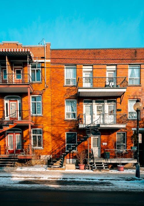 Gratis lagerfoto af arkitektdesign, arkitektur, balkon, by