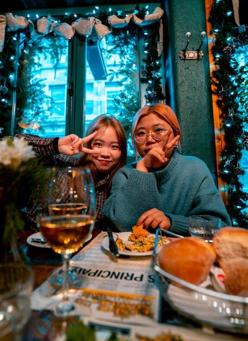 Fotobanka sbezplatnými fotkami na tému Ázijčanky, ázijské dievčatá, cestovať, chlieb