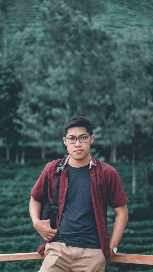 Kostenloses Stock Foto zu asiatischer junge, asiatischer mann, brille, draußen
