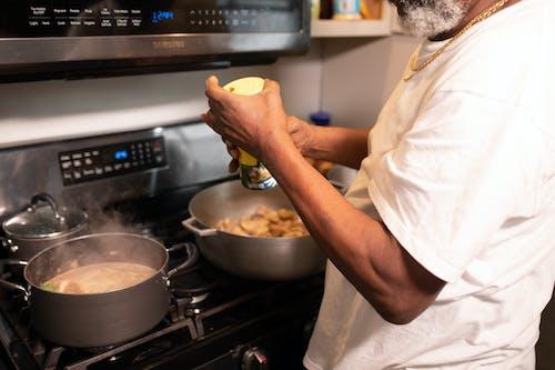Imagine de stoc gratuită din aragaz, atrăgător, bucătar, gătit