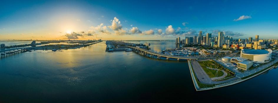 Kostenloses Stock Foto zu meer, stadt, landschaft, himmel