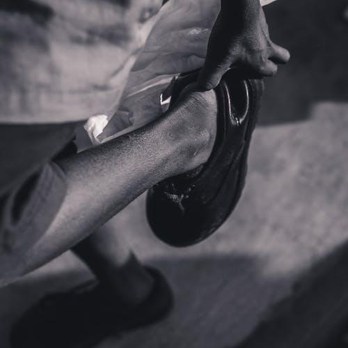 Ingyenes stockfotó árnyék, bnw, cipő témában
