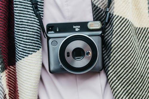 kamera, Polaroid içeren Ücretsiz stok fotoğraf