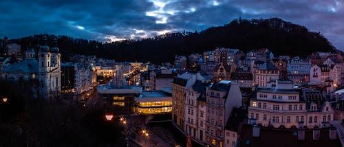 gece, gün doğumu, ışıklar, kasaba içeren Ücretsiz stok fotoğraf