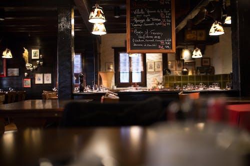 Foto d'estoc gratuïta de arquitectura, bar, barra, cadira