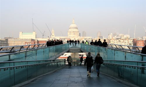 Foto profissional grátis de ângulos, azul, caminhos, cidade