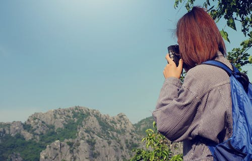 Foto stok gratis alam, awan, backpacker, batu