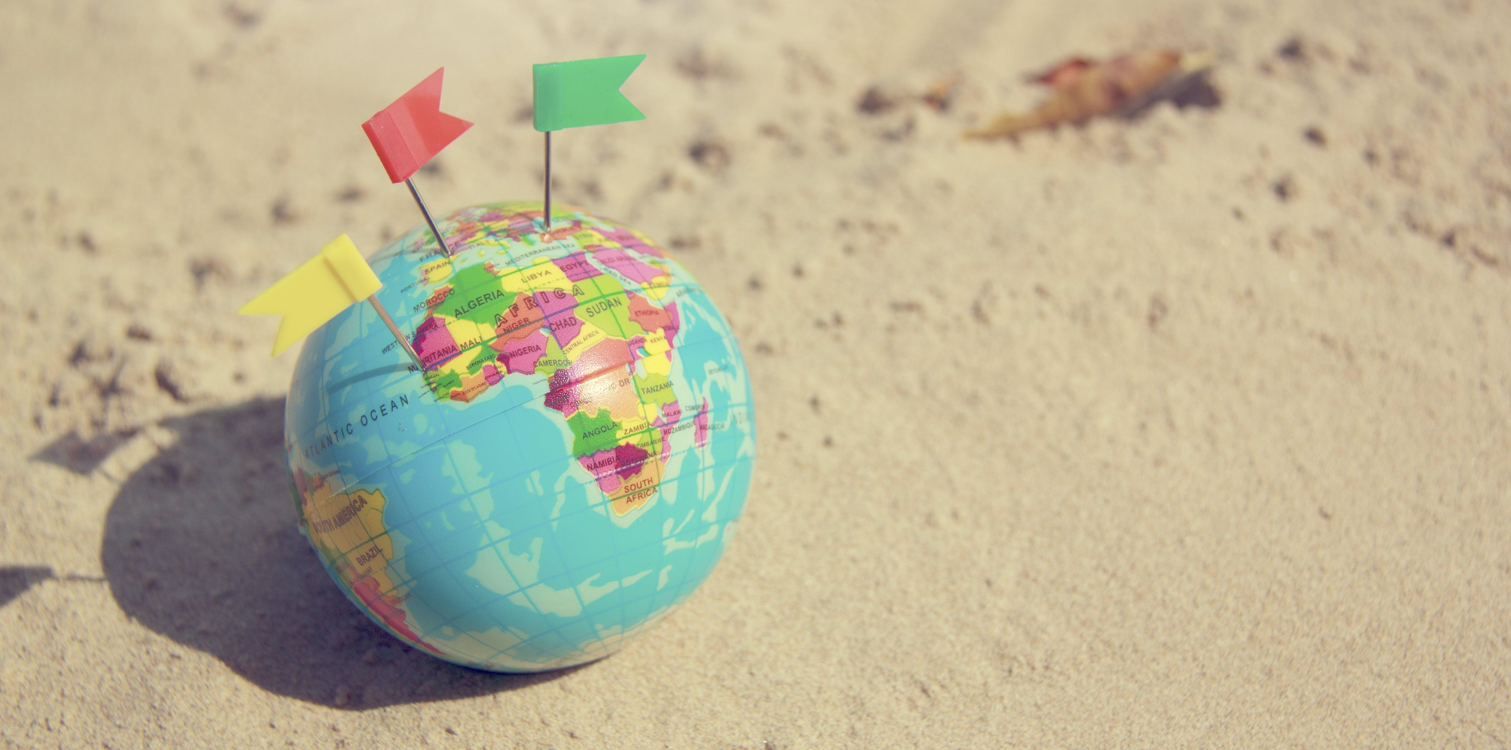 Kostenloses Stock Foto zu figur, fokus, globus, karte